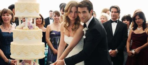 La belle histoire d'amour de Josh Bowman et d'Emily VanCamp.