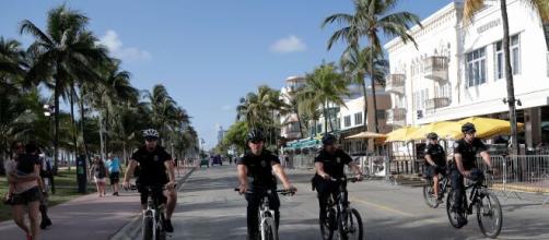 Miami-Dade se mantiene firme en su resolución de cerrar las playas ante la amenaza del Coronavirus - infobae.com