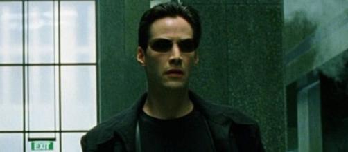Neo é interpretado por Keanu Reeves. (Reprodução/Warner Bros.)