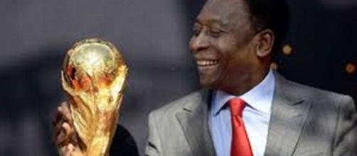 Pelé dévoile son top 5 des meilleurs joueurs de l'histoire (Credit : Twitter de Pelé)