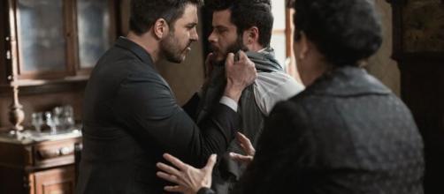 Una Vita, trame spagnole: Telmo prende a pugni Eduardo davanti ad Ursula.