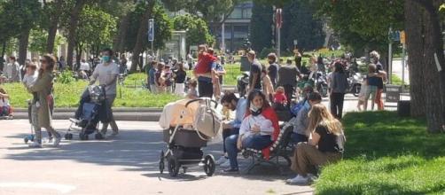 Covid 19: Aglomeraciones y pocas medidas de seguridad en primer día de salida de niños. Foto El Mundo