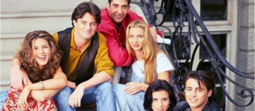 """""""Friends"""" uma série de comédia que faz sucesso até os dias atuais. (Arquivo/Blasting News)"""