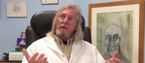 Le Dr Raoult promet un remède mais rien n'est vérifié. Credit : Youtube Capture
