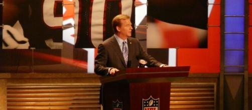 Roger Goodell at the 2009 draft. [image source: Marianne O'Leary- Wikimedia Commons]