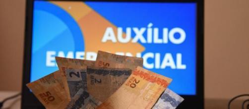 Auxílio emergencial: 2ª parcela dos R$ 600 começaria hoje, mas foi adiada. (Arquivo Blasting News)
