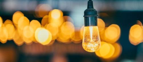 Bollette luce e gas: notevoli risparmi per il mercato libero ad aprile | oggi.it