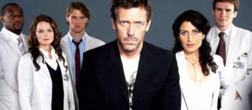Dr. Gregory House, foi interpretado por Hugh Laurie na série. (Reprodução/Fox)