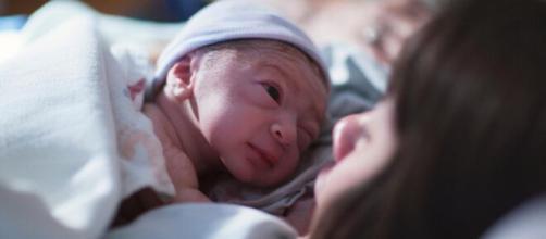 Jovem dá à luz em Satos (SP) sem saber de gravidez. (Arquivo Blasting News)