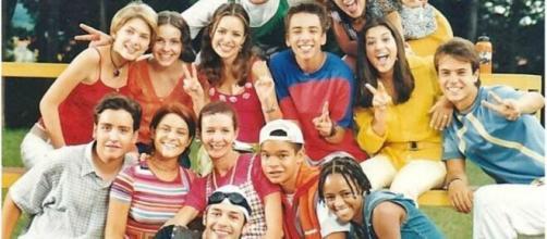 A série projetou ainda mais os irmãos e cantores, no final da década de 90. (Reprodução/TV Globo)