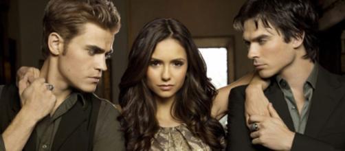 Elena era interpretada por Nina Dobrev. (Reprodução/The CW/Warner Bros.)