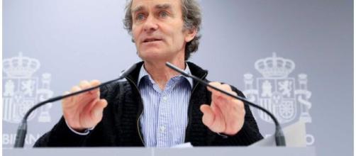 Fernando Simón a favor de aumentar la distancia social en las actividades al aire libre