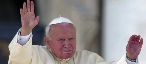 'Karol - Un Papa rimasto uomo', il film stasera martedì 28 aprile in tv su Canale 5