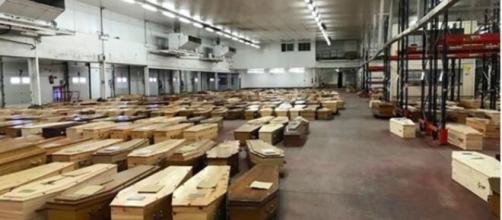 la morgue temporaire de Rungis choque la toile - Crédit photo @Mediapart Twitter