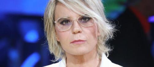 Maria De Filippi zittisce Tina Cipollari.