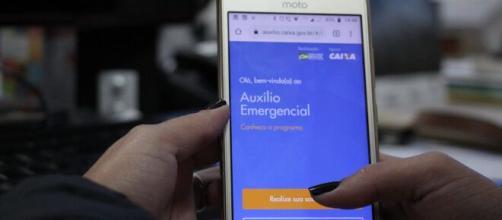 Saiba como driblar as dificuldades em receber o auxílio emergencial. (Arquivo Blasting News)