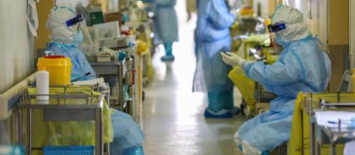 Imagen de de un hospital con sanitarios