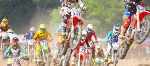 A group of motocross racers in action. [Image via Pexels - Pixabay]