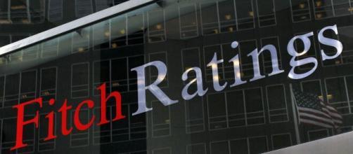 Fitch declassa il debito italiano al livello BBB-