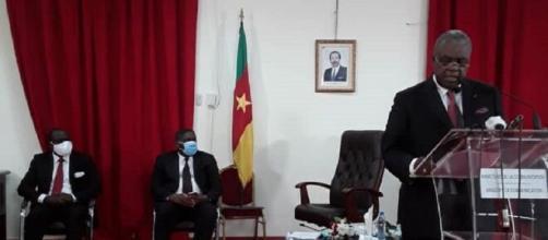 Le Ministre de la Communication René Emmanuel Sadi lors du point de presse du 28 avril 2020 (c) Mincom
