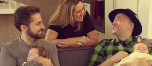 Paulo Gustavo com o marido Thales e os filhos, Romeu e Gael, em vídeo para o canal da Sabrina Sato. (Arquivo Blasting News)