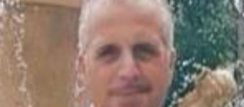 Tragedia a Frosinone: Massimo Zeppieri cade dal tetto e muore, l'operaio aveva 52 anni.