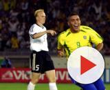 Ronaldo comemora um dos gols na final da Copa do Mundo de 2002. (Arquivo Blasting News)