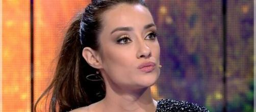 Adara ha vuelto a un plató de Mediaset para defender a su madre.