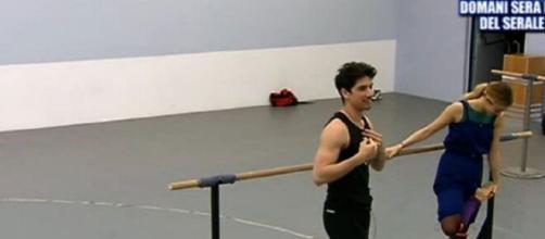 Amici 19, Javier interessato alla ballerina Virginia: 'Devo ocmbinarci qualcosa'