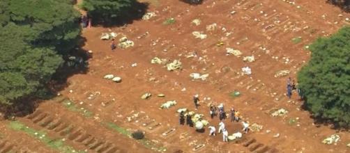 Covid-19: Prefeito de São Paulo informa que novas covas não tem relação com o vírus. (Reprodução/ TV Globo)