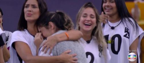 Gizelly chora após brincadeira de Tiago Leifert. (Reprodução/TV Globo)