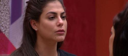 Mari conversa com Flay no quarto do líder. (Reprodução/TV Globo)