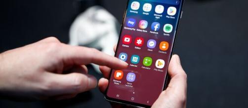 Por conta da pandemia de coronavírus, celulares serão rastreados. (Arquivo Blasting News)