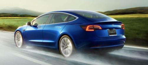 Tesla 3 accelera nel mercato italiano a marzo 2020.