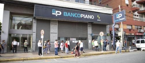 Tras el caos de hoy, los bancos abrirán el sábado y el domingo. - infobae.com
