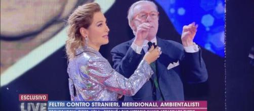 Vittorio Feltri difende Barbara d'Urso dagli attacchi ricevuti per la preghiera in diretta.