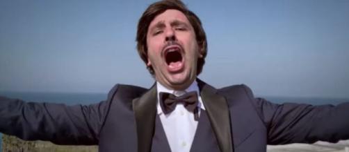 Checco Zalone lancia 'Immunità di gregge', il video del nuovo brano dedicato al lockdown.