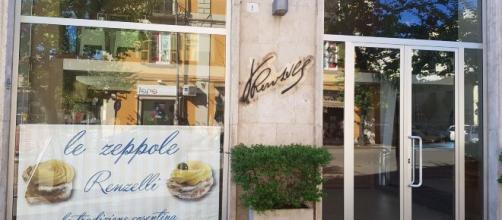Coronavirus, Cosenza: un'immagine del bar storico della città , il Renzelli, ancora chiuso.
