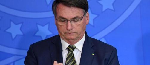 """""""E daí? """" afirma Bolsonaro sobre as mais de 5 mil mortes de brasileiros com o covid-19. ( Arquivo Blasting News )"""