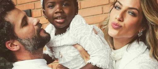 """Em entrevista, Ewbank comenta maternidade:""""Nunca quis ser mãe. Só até encontrar meus dois"""". ( Arquivo Blasting News )"""
