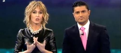 García y Merlos, despidiendo el programa 'Abre los ojos y mira'. / Telecinco