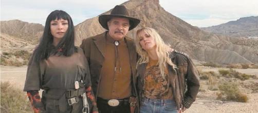 Zulema, Victor Ramala e Macarena in 'Vis a Vis - El Oasis'