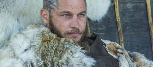O ator de Ragnar foi um dos que marcaram na série. (Reprodução/History)