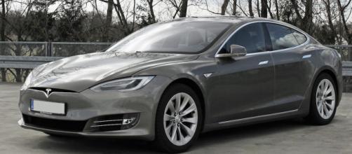Tesla atteint par la crise sanitaire. Credit : Wikimedia Commons/Mariordo