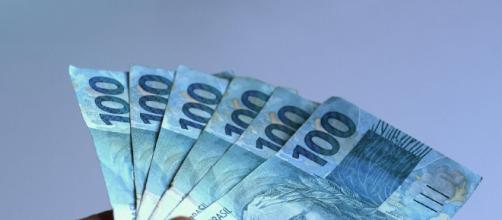 Caixa promete facilitar o recebimento do auxílio de R$ 600 com uso de app. (Foto: Arquivo Blasting News)
