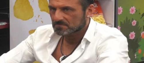 Grande Fratello Vip 4: Sossio esulta per l'uscita di Fernanda, Licia, Zequila, e Teresanna.