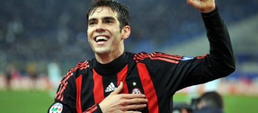 Kaká avec le maillot du Milan AC (Credit : Twitter de Kaká)