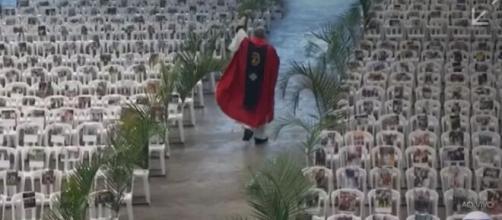 Padre Marcelo Rossi durante missa. (Foto: Reprodução/TV Globo)