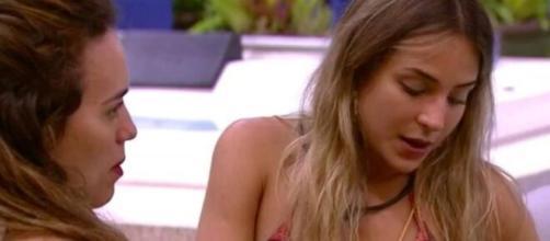 """Rafa tenta preparar Gabi para possível saída dela no paredão de hoje do """"BBB20"""". (Reprodução/TV Globo)"""