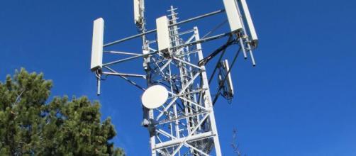 Regno Unito, assaltate e incendiate alcune torri della rete 5G